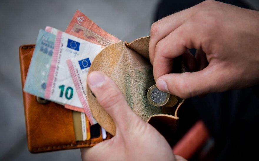 Правительство Литвы одобрило решение повысить размер базовой зарплаты госслужащих