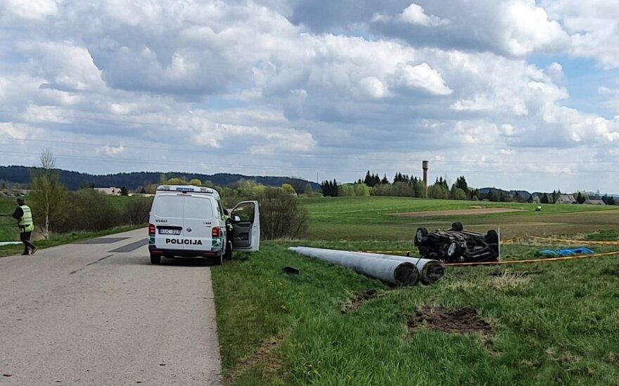 В Утенском районе перевернулся автомобиль, погибли три человека