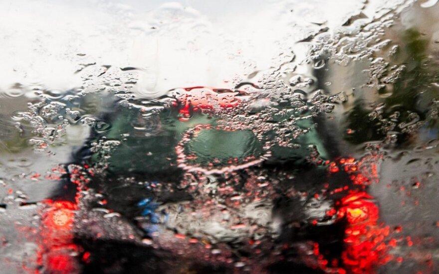 В преддверии Рождества в Вильнюсе идет дождь