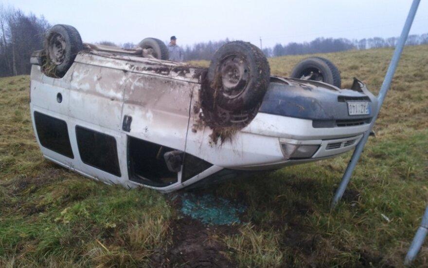 Водителя, который весит около 200 кг, из машины доставали пожарные