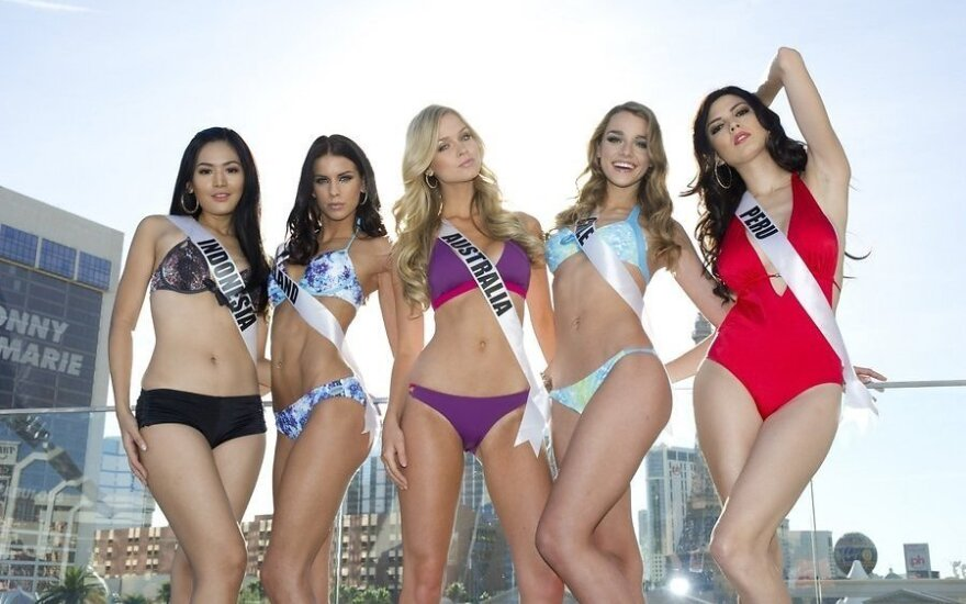 """Участницы конкурса """"Мисс вселенная 2012"""" позируют в бикини"""