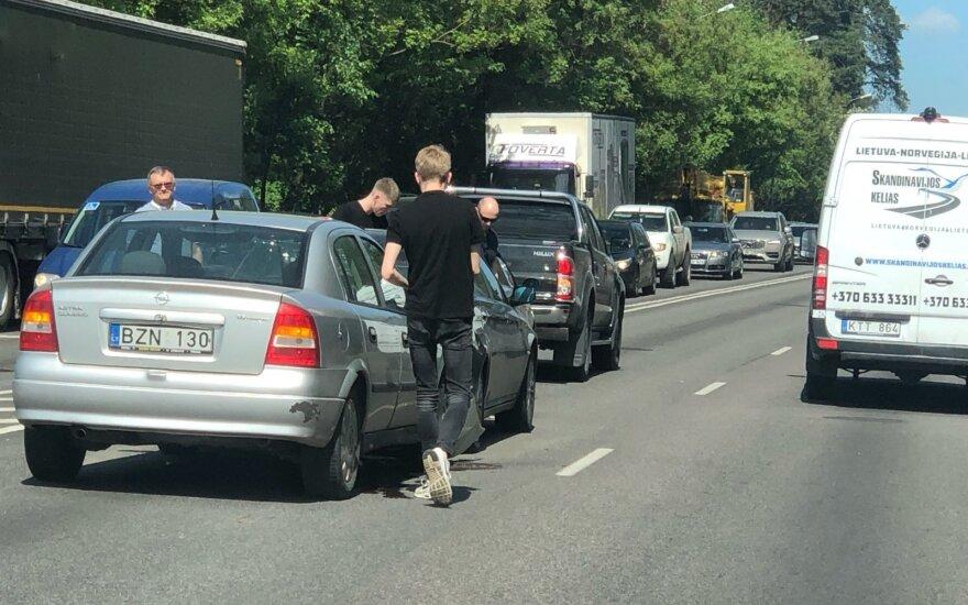 На одной из оживленных улиц Вильнюса столкнулись 4 автомобиля