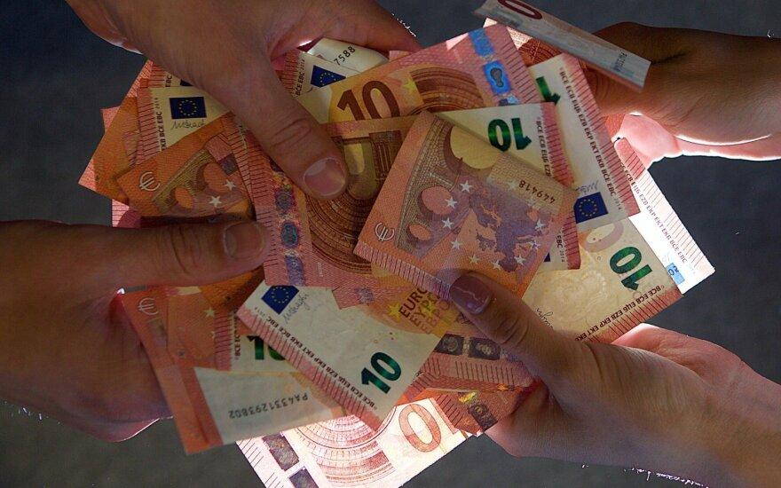 В Литве планируют повышение зарплат бюджетников