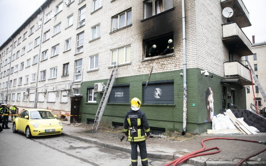 В Вильнюсе в горящей квартире был заточен мужчина