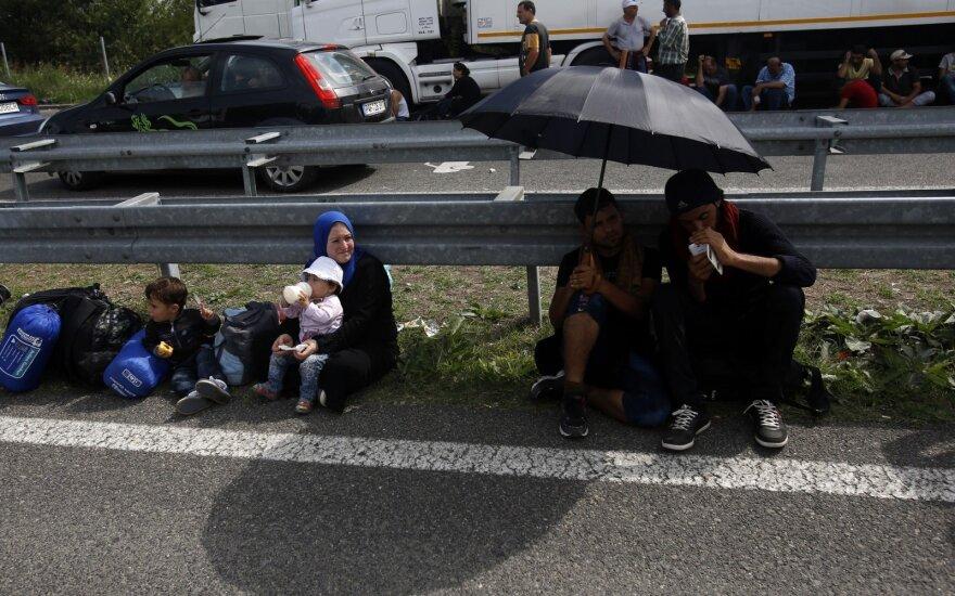 Венгрия разместит беженцев в лагерях на границе с Сербией