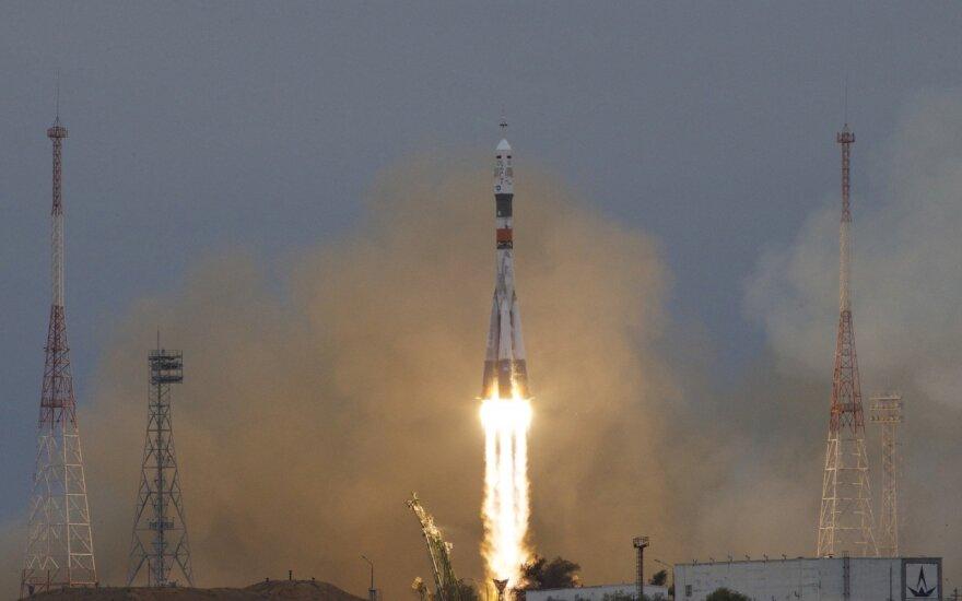 Raketa išskraidino į TKS du rusus ir amerikietį