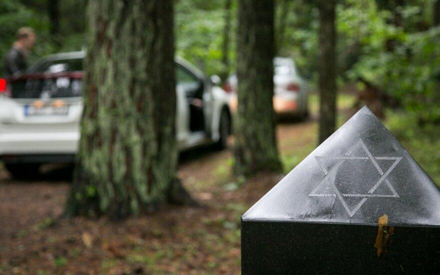 В Каунасе вандалы повалили памятник жертвам Холокоста