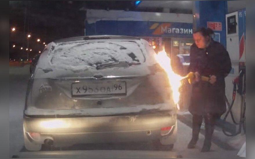 В России женщина попыталась нагреть топливный бак зажигалкой (ВИДЕО)