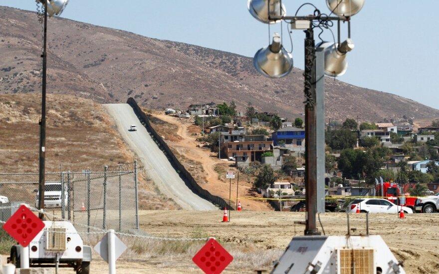Сторонники Трампа собрали в интернете больше $7 млн на строительство стены на границе