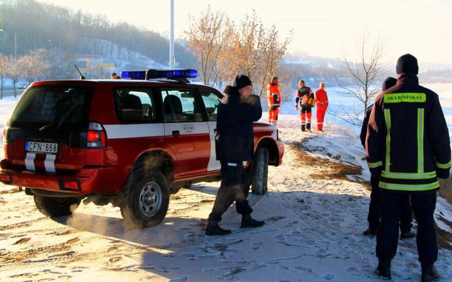 После звонка в ЕЦП к реке съехались спецслужбы