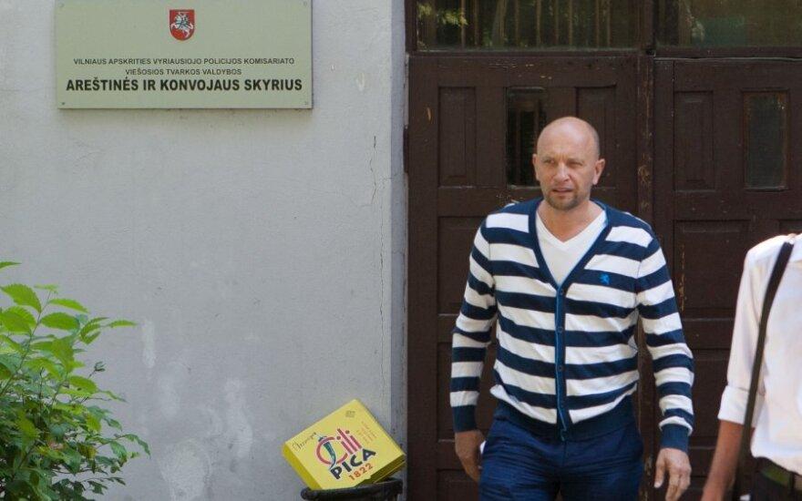 Каросас называет его задержание провокацией и уверяет, что невиновен