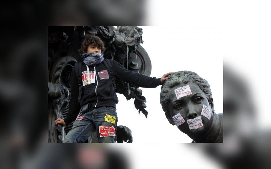 Число бастующих во Франции превысило миллион