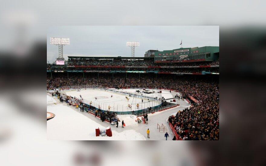 "Bostono stadione susitinka ""Bruins"" ir Filadelfijos ""Flyers"" ledo ritulininka"
