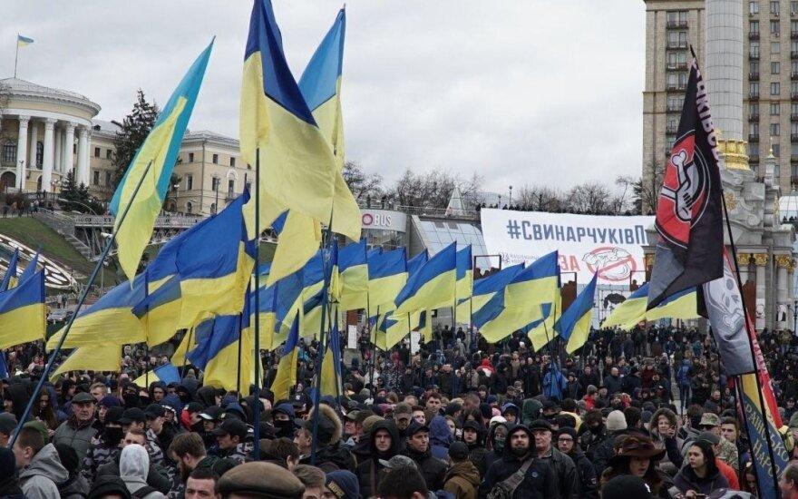Участники акции против хищений в оборонном комплексе пошли к Администрации президента