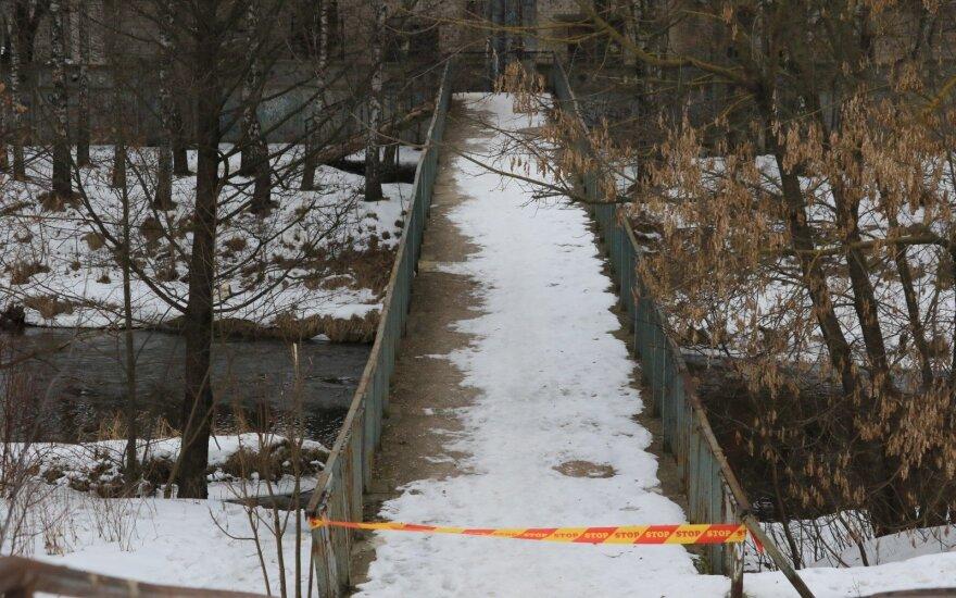Водолазы обнаружили в Вильняле тело убитой девушки