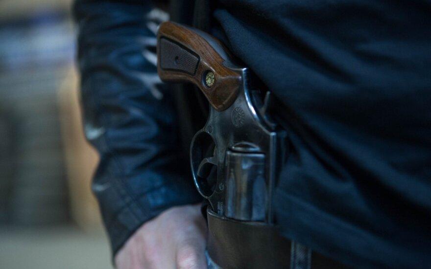 В Вилкавишкском районе гремели выстрелы: стреляли из автомобиля