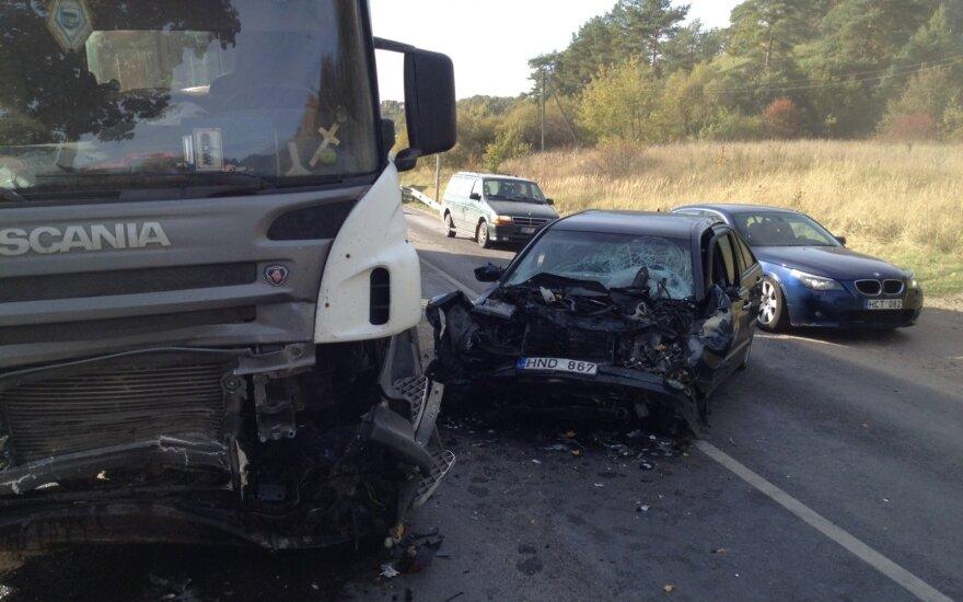 Большое ДТП под Каунасом: спасатели извлекали из машины мертвого водителя