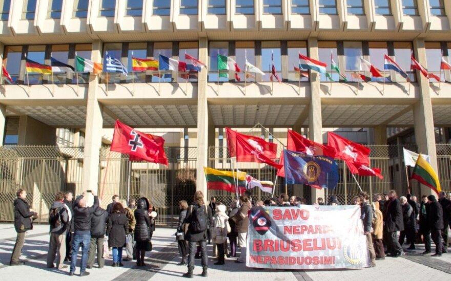 У парламента протестуют сторонники референдума о продаже земли иностранцам