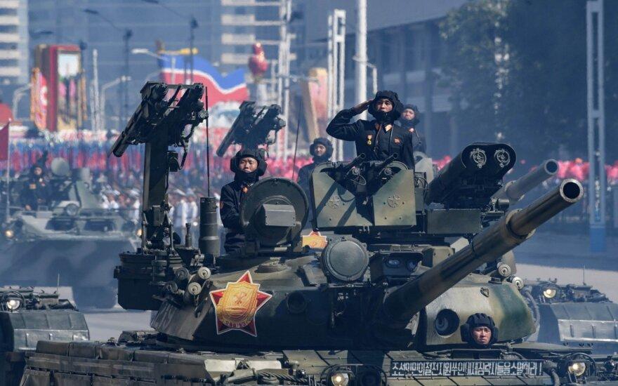 Paradas Šiaurės Korėjoje – be galingiausių raketų