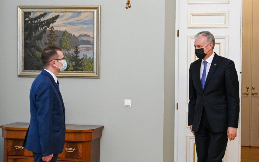 Arūnas Dulkys, Gitanas Nausėda