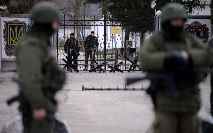 Российские силовики проводят обыски у крымских татар в аннексированном Крыму