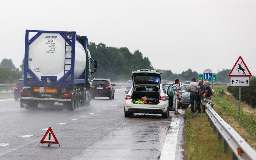 На дороге Клайпеда-Вильнюс произошло ДТП: водитель заснул за рулем