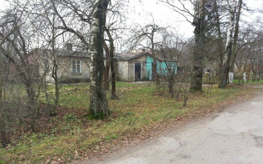 Studentės nužudymu įtariamo jaunuolio šeimos namas Macikuose