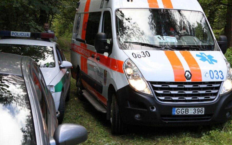 Мужчина обнаружил у себя во дворе избитого и раненого знакомого