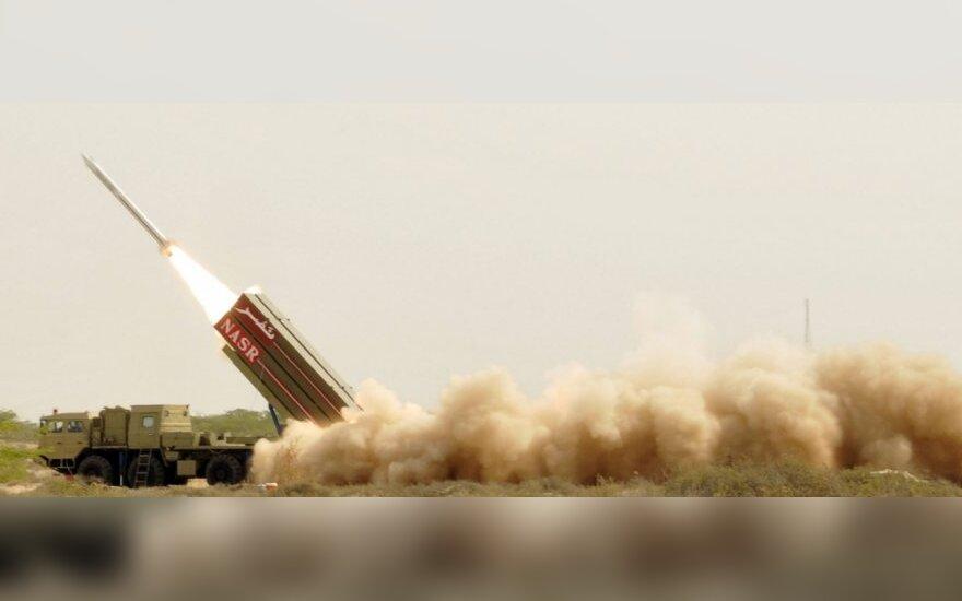 Pakistanas išbandė branduolinius užtaisus galinčią nešti raketą
