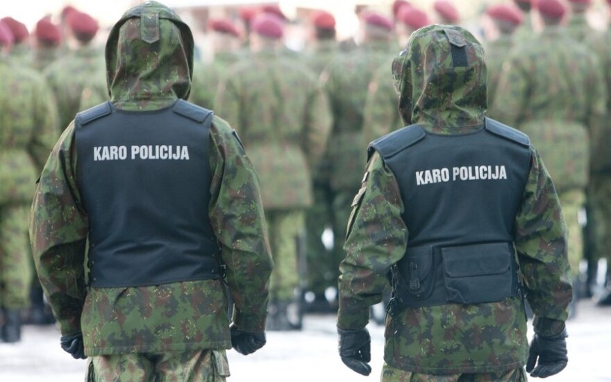 Нетрезвый военный полицейский предложил полиции взятку в размере 10 000 литов