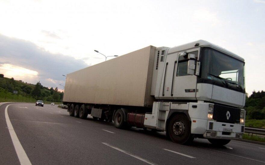 Санкции: фуры не стоят, но и о прибыли перевозчики не думают