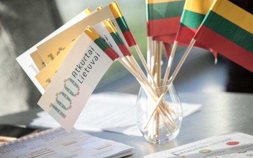 Жителей Литвы призывают отмечать 16 февраля с кострами, колоколами и лошадями