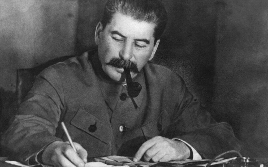"""Сталин остается """"великим вождем"""" почти для трети украинцев"""
