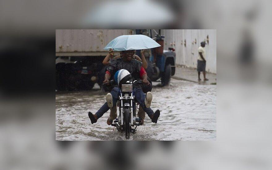 """Ураган """"Сэнди"""" обрушился на Ямайку и Кубу"""