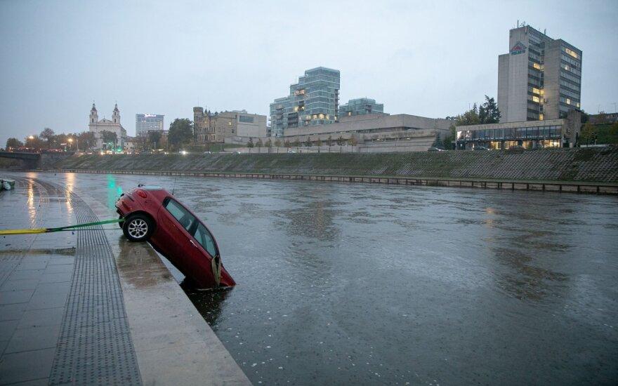 Инцидент в Вильнюсе: после сообщения об автомобиле в реке - неожиданная развязка