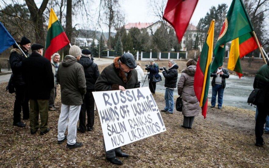 У посольства России – протесты