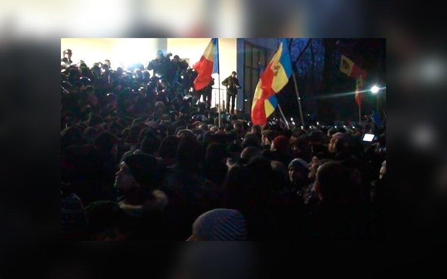 В Молдове протестующие ворвались в здание парламента