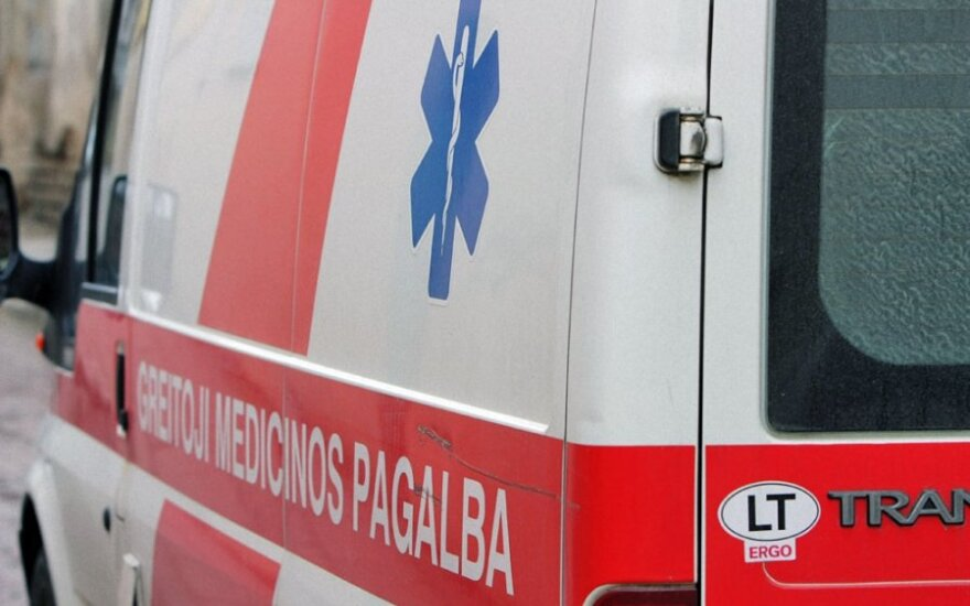 На дороге Вильнюс-Утена столкнулись грузовик и микроавтобус, двое погибших