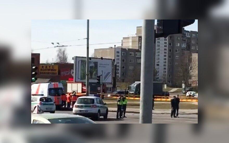 Podejrzana walizka na przystanku. Policja zamknęła ruch na ul. Laisvės