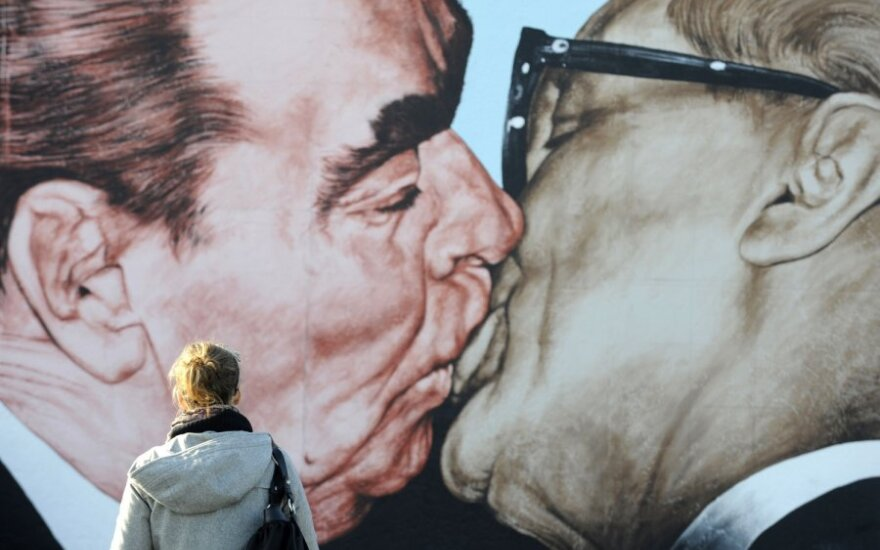 Leonido Brežnevo ir Ericho Honeckerio atvaizdai