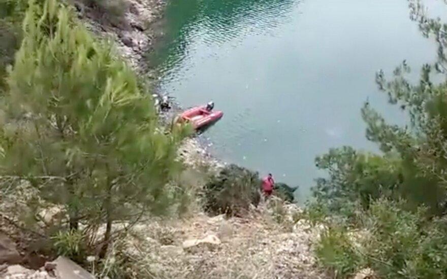 В Турции грузовик с мигрантами упал с моста: 22 погибших