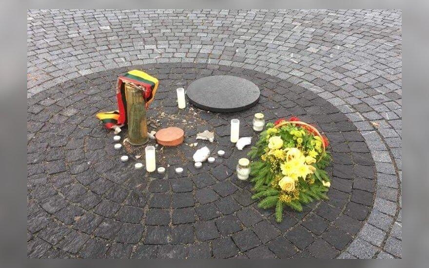 Акт вандализма на Лукишкской площади: украдена капсула с документами