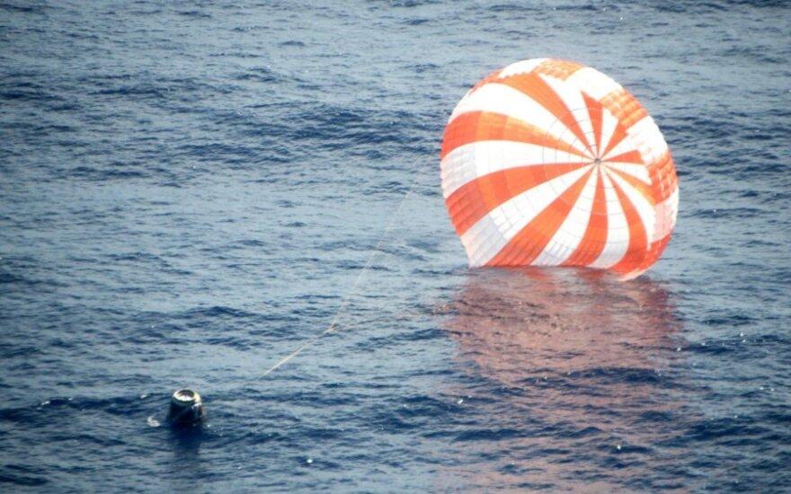 """""""Dragon"""" kapsulė nusileido vandenyne"""
