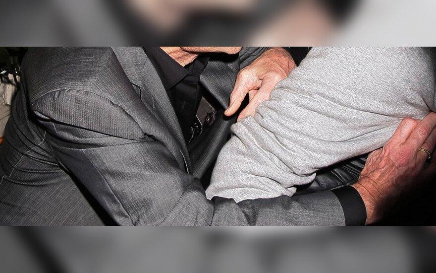 Майкл Дуглас подрался с фотографом