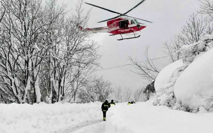 На месте схода лавины на отель в Италии нашли восемь выживших