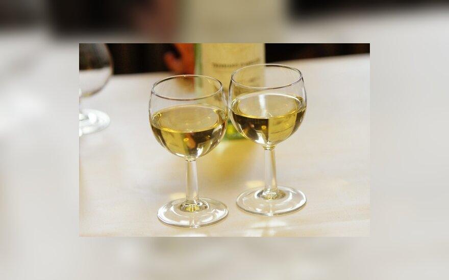 Парламентарии просят Дегутене вернуть в ресторан Сейма алкоголь