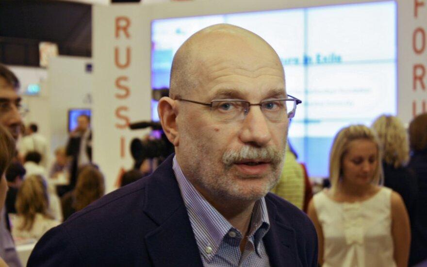 Писатель Борис Акунин раскрыл два своих псевдонима