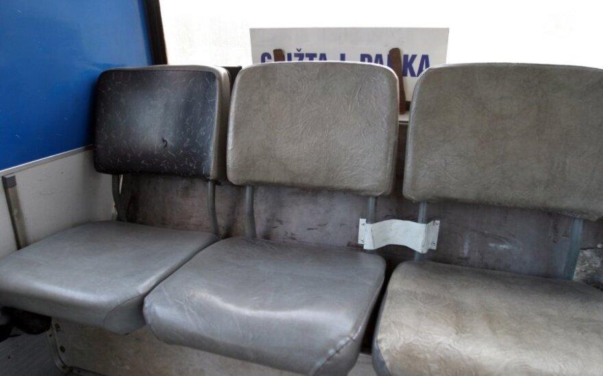 Водитель из Шакяй: учащиеся разгромили автобус