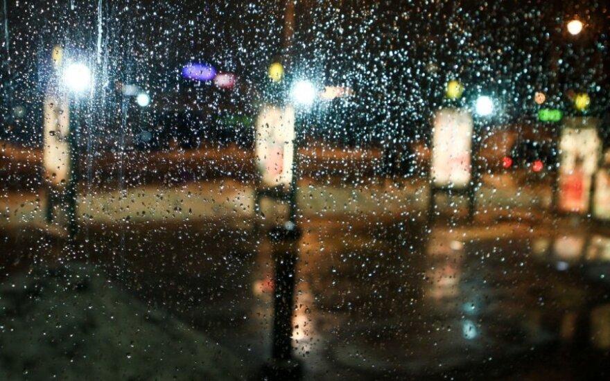 Погода в праздники: порывистый ветер, мокрый снег, но теплее