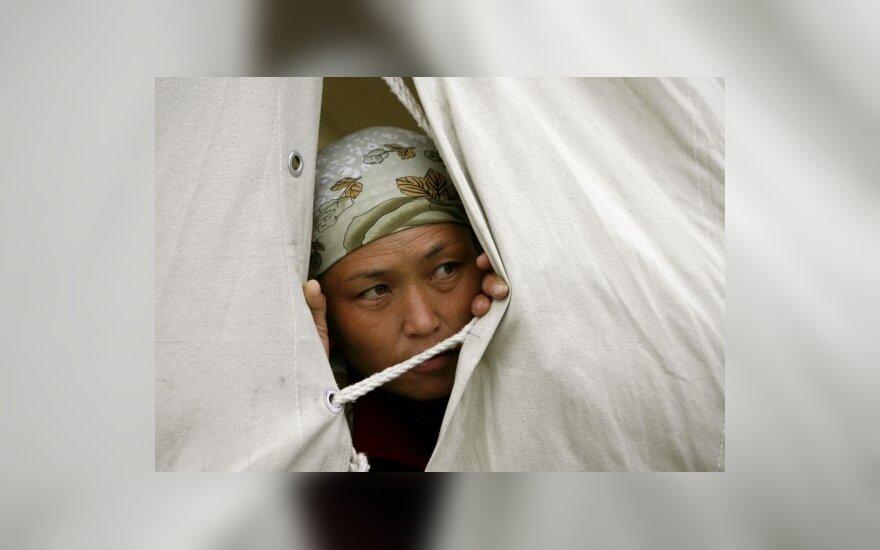 Kirgizė stebi padėtį pabėgėlių stovykloje Oše